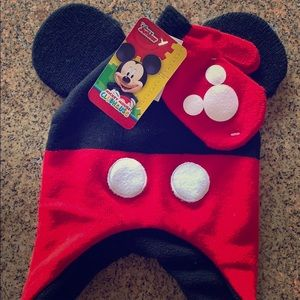 Toddler's Beanie & matching Mickey Mouse Gloves